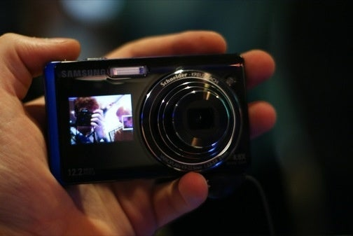 Hands On With Samsung's Dual-Display Cameras