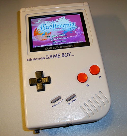 An Original Game Boy Gussied Up With a GBA Screen