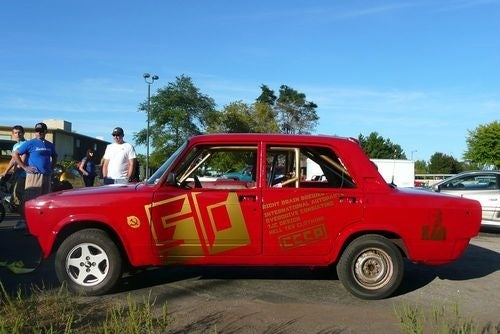 1987 Lada Signet Prepares For 24 Hours Of LeMons