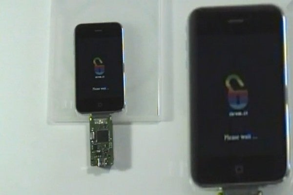 The iDongle Makes iPhone Jailbreaking Child's Play