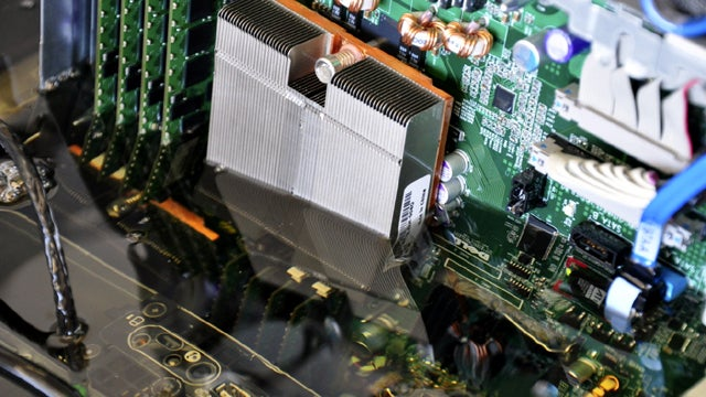 Intel Is Cooling Entire Servers By Submerging Them in Oil