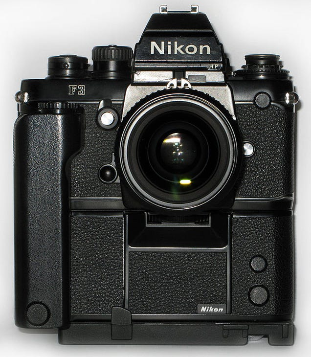 Insanely Detailed Diagram of a Classic Nikon SLR's Guts