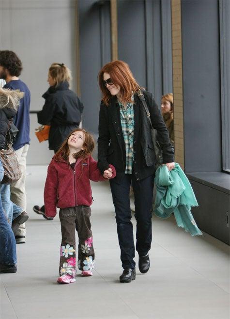 Julianne Moore, Daughter Give Admiring Gazes