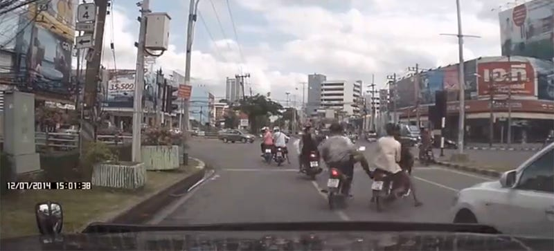 Thai Vigilante On Scooter Witness Robbery, Delivers Kick Of Justice