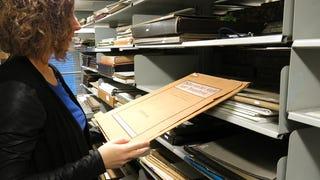 Tudtátok, miért nem megy tönkre a sok százéves papír a könyvtárban?