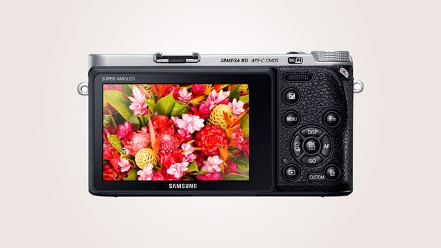Samsung's NX500 Is Its Most Powerful Camera Shrunk Into a Small Body