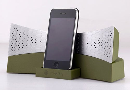 Stop Freaking Out! You Can Avoid 96% of Cellphone Radiation With The Moshimy iPhone Dock