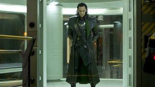 Joss Whedon explica por qué eliminaron a Loki de <i>Avengers Age of Ultron</i>