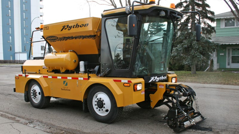This Asphalt-Spewing Truck Fixes Potholes in A New York Minute