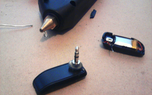 Hack a Stereo Jack Into a Bluetooth Headset for Wireless Streaming