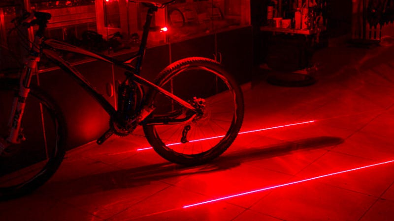 Laser Bike Light Creates Your Own Tron-Like Virtual Lane