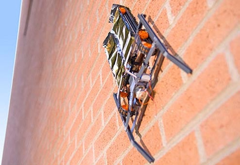 Robot Climbs Walls With Static Electricity