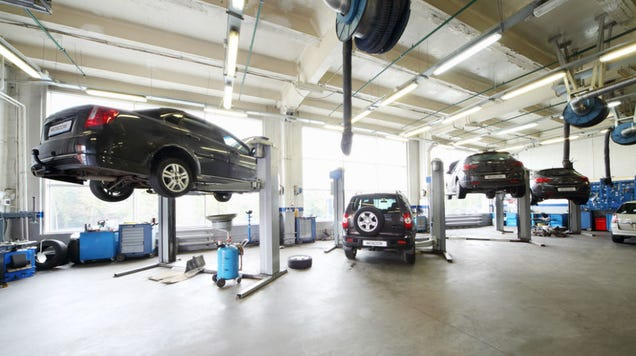 All female garage in france lets women get manicures and for Equipement complet garage auto