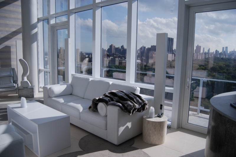 $8.5 Million NYC Esquire North Penthouse Is A Decadent Tech Wonderland (Giant Gallery)
