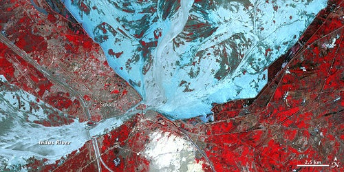 The Pakistani flooding as seen from space: an explosion of water