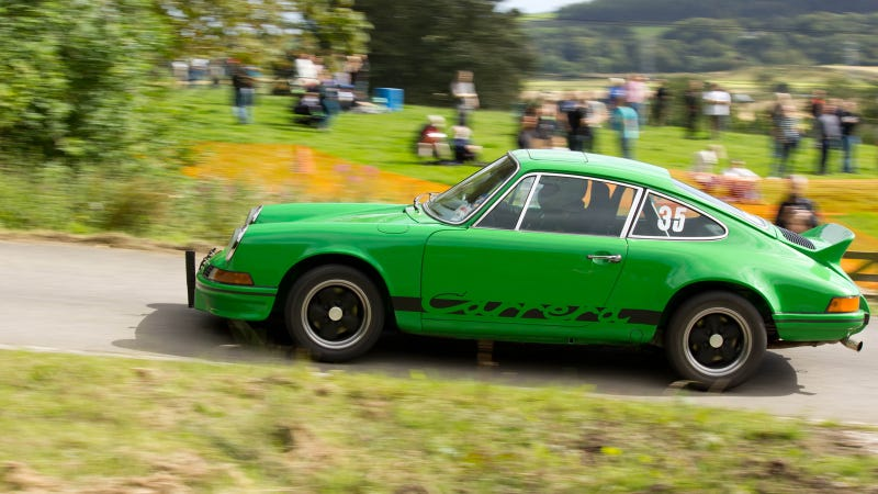 Your ridiculously cool Porsche Carrera RS wallpaper is here