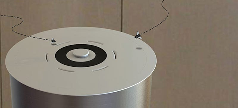 This Sneaky Trash Can Lid Lures Flies to Their Death