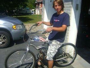 Megölte a biciklist, 1,35 millió dollárt követel az ádozat családjától
