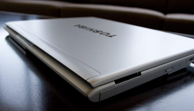 Toshiba Portege R600 Review: 512GB SSDs Are the Bee's Knees