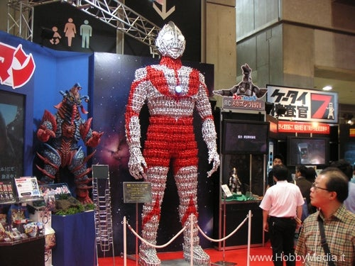 Gigantic Ultraman Made Out Of Thousands of Tiny Ultramans