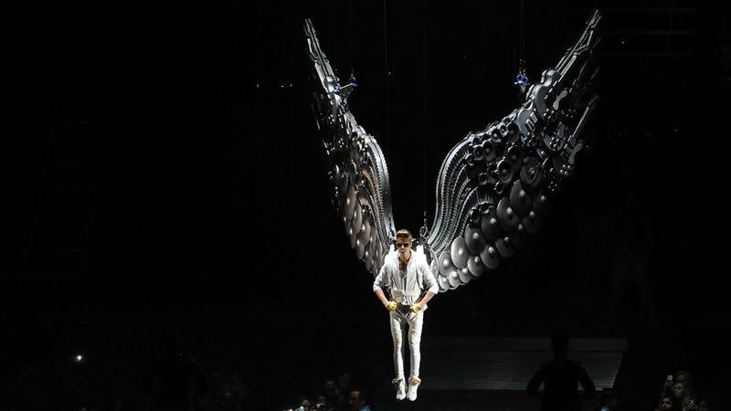 Justin Bieber Cancels Lisbon Concert, Observes #SundayFunday on Twitter