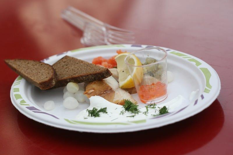 Egy ember 22 ezerért vett egy homárt, és befalta hidegen, műanyag tányérról