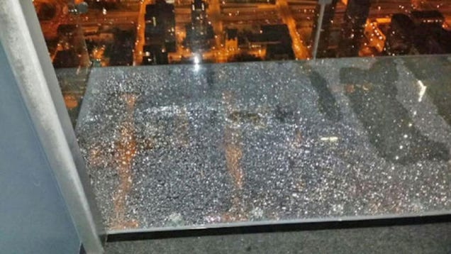 Willis tower 39 s glass observation deck shatters terrifying for Glass deck floor