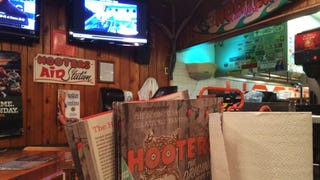 Took my girlfriend to Hooters