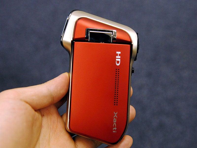 189-grams Xacti DMX-HD700 is World's Smallest 720p Camcorder [UPDATED]