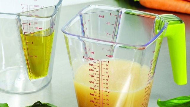 The 2-in-1 Measuring Jug Combines Small and Large Measurements in One