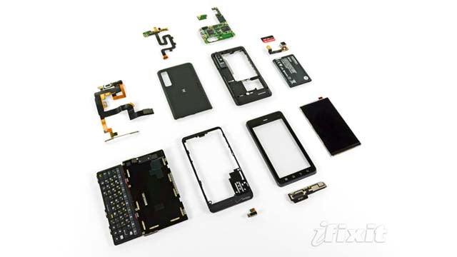 The Droid 3 Teardown Reveals a Surprise Comeback of the SIM Card