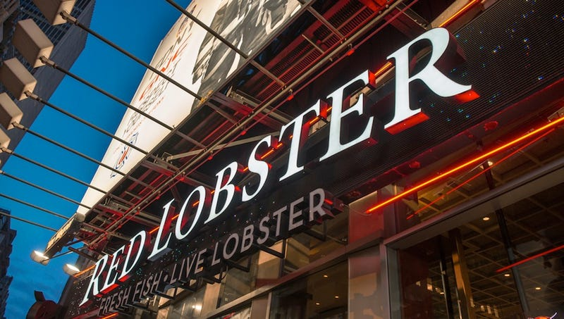 Man Accused of Leaving Racist Receipt Sues Waitress and Red Lobster
