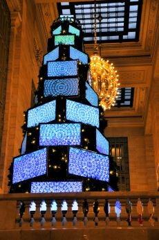 26-Foot Tall Christmas Tree Made of 43 Sharp TVs