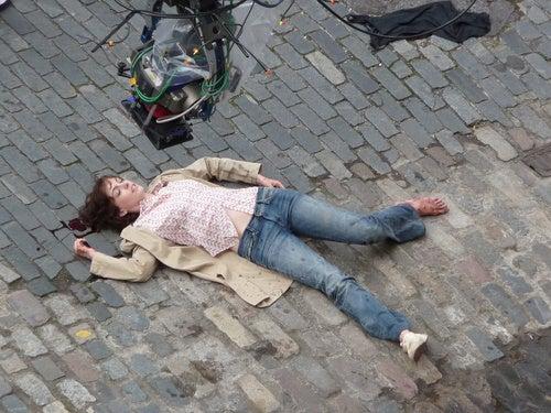 Anne Hathaway Suffers Blood Loss, Shoe Loss