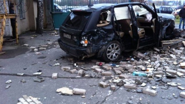 This is what happens when a Range Rover hits a wall at 120+ MPH