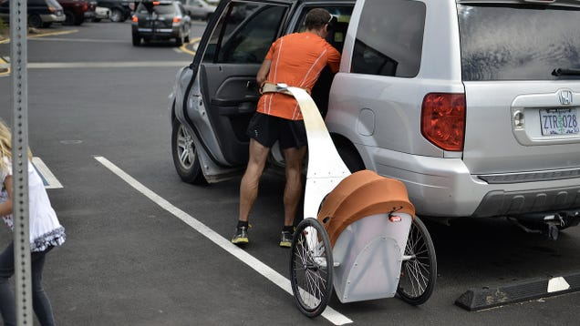 A Stroller Trailer Lets You Run With a Kid in Tow