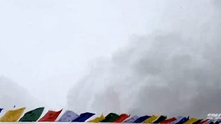 Video shows the avalanche that hit Everest Base Camp after earthquake