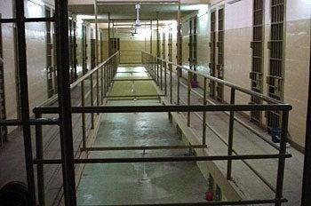 Pentagon, Gibbs Deny Detainee Rape Pics