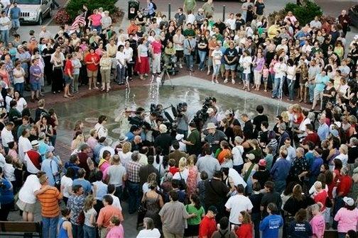 Hundreds Gather At Vigils For Dr. George Tiller