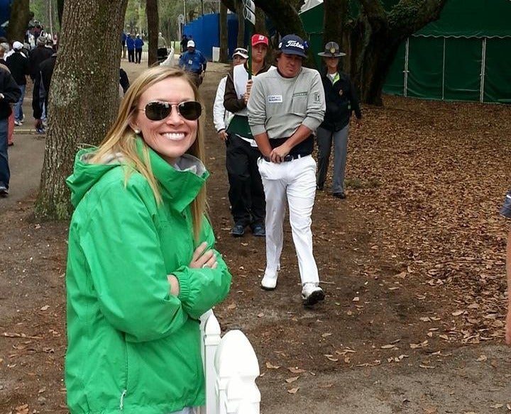 Jason Dufner Photobombs Woman Without Even Trying