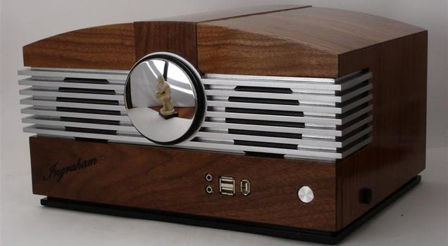 Beautiful Walnut Radio Is Actually Artful PC Casemod