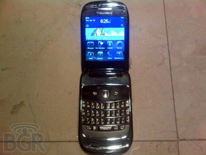 CDMA-Based, Clamshell-Shaped BlackBerry 9670 Slips Out