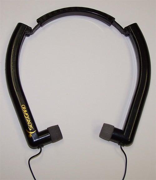 ZEM Headphones Cancel Noise Without Electronics