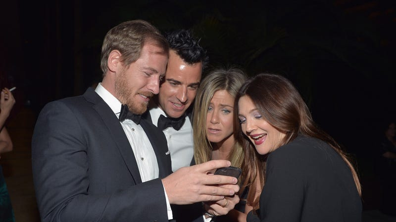Photo of Jennifer Aniston Looking at Drew Barrymore's Baby Sure to Make Everyone Think Aniston Is Baby Crazy