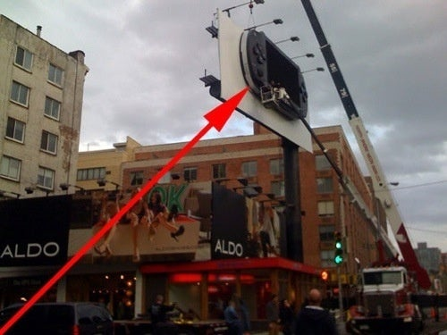 The New York PSPgo Sign Is Smaller