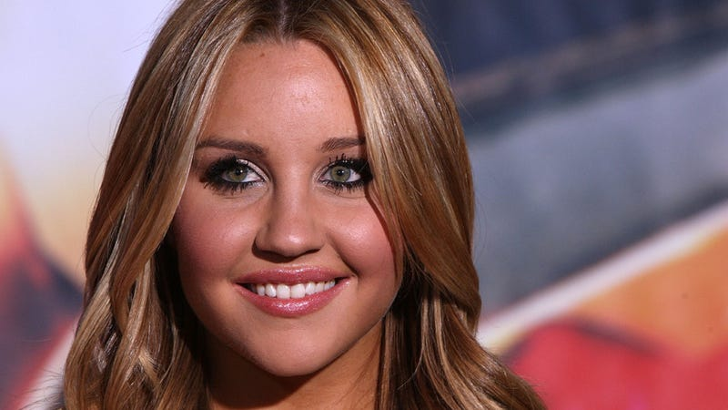Hurricane Sandy Affected Everyone In Different Ways; Amanda Bynes Stood Naked in a Tanning Salon Lobby