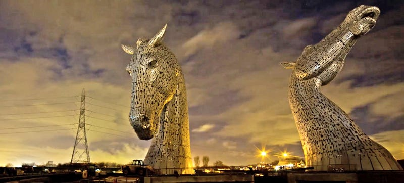 Time-lapse: The making of two 98-foot-high metal horse heads