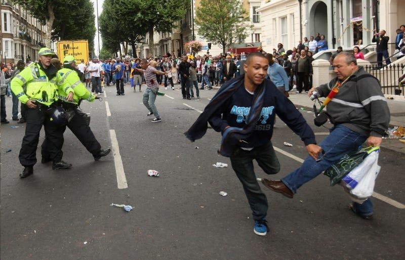 Stabbing, Fleeing, Heroism, Incompetence, Drama Captured in One Shot
