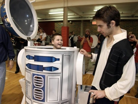 This little boy and his drivable R2-D2 robot will make you misty-eyed