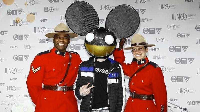 Deadmau5 Represents Aperture Science At An Awards Show